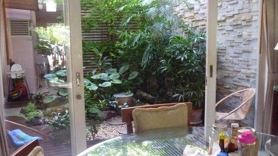 Baan Manusarn: inner garden