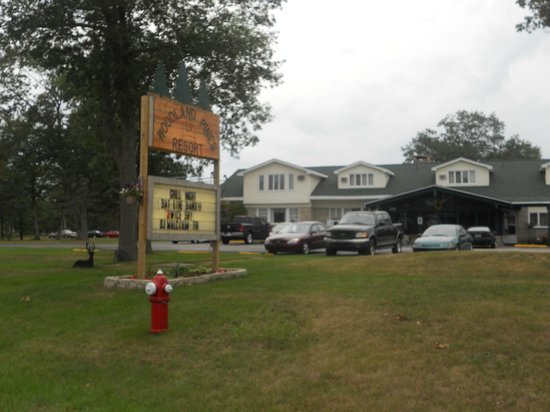 Camp Inn Lodge: View from across the street