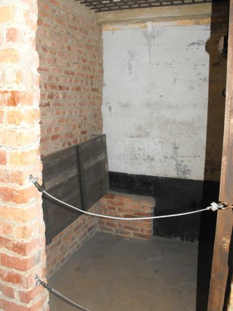 Fort de Breendonk : a cell where victims had to stand all day