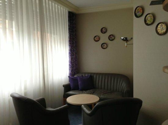 Kronen Hotel Stuttgart: リビングスペース