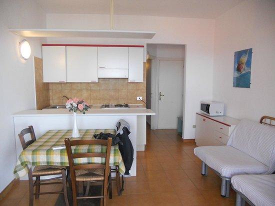 soggiorno con angolo cottura - Foto di Hotel Excelsior Vanna & Hotel ...
