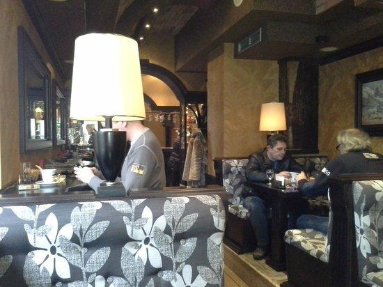 Hotel Magnolia : Отличное кафе