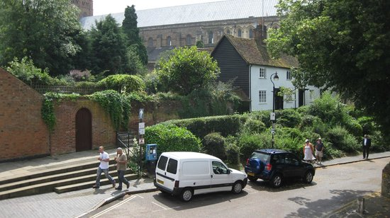 Tankerfield House Bed and Breakfast: St Albans Cathedral from my bedroom window