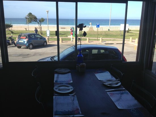Barbarella's Artist Cafe & Restaurant: On Main beach