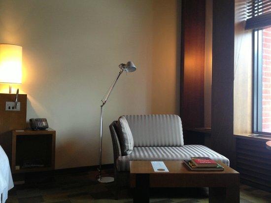 Hotel Le Germain Toronto: King room seating area