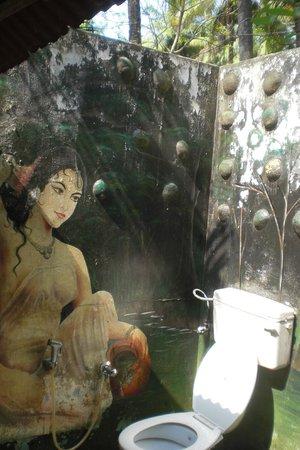 Kerala Bamboo House: Duschen unter Palmen.