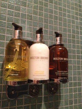 Hotel Le Germain Toronto: Bathroom amenities