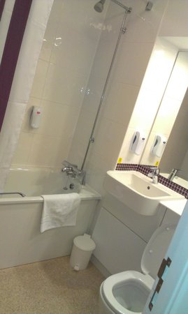 Premier Inn Salisbury North Bishopdown Hotel: Bathroom