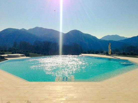 Resort Collina d'Oro : La piscina esterna