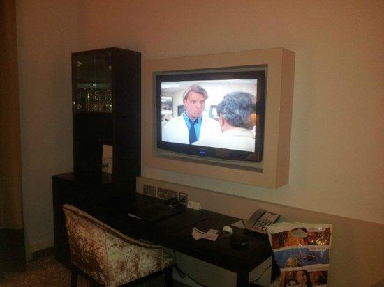 Steigenberger Hotel Drei Mohren: TV