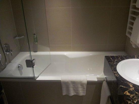 Steigenberger Hotel Drei Mohren: Bath