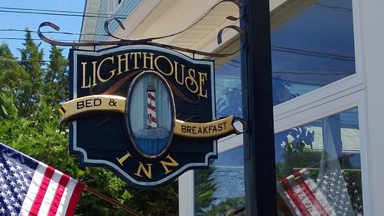 Lighthouse Inn Bed & Breakfast: 1/2 block to boardwalk and beach!
