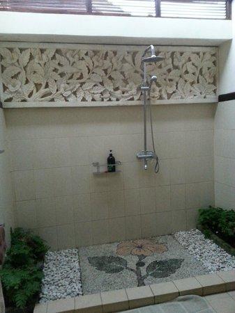 Lily Lane Villas: Bathroom