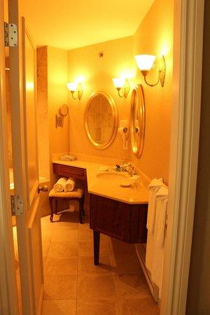 Manoir Des Sables : Salle de bain de la suite junior.