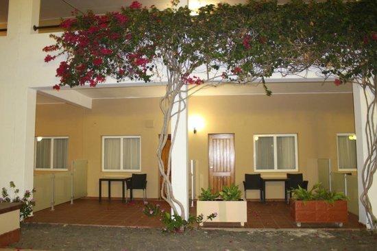 Pestana Tropico Hotel : pátios dos quartos