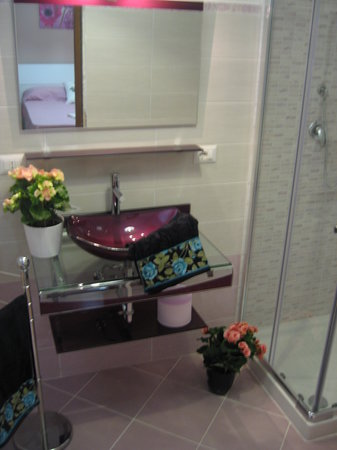 B&B CasaSole : bagno interno con doccia
