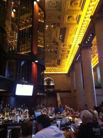 Del Frisco's Double Eagle Steakhouse: Wine bottle tower