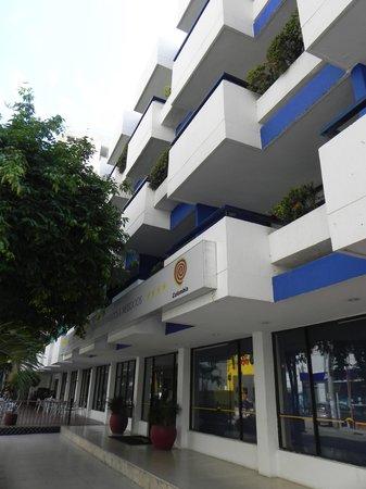 Hotel Arhuaco: Frente del hotel, son los balcones que dan a la calle