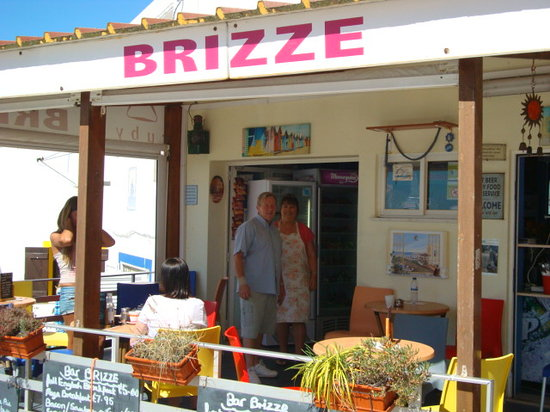 Brizze Bar: George and Julie will give you a warm welcome