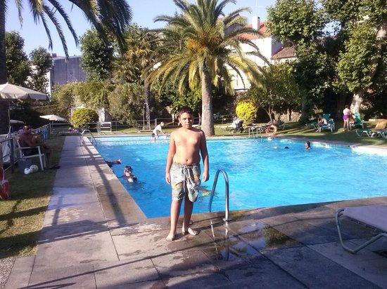 jard n y piscina picture of parador de cambados