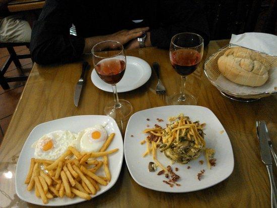 Bodega Taberna Rafae : huevos y patatas