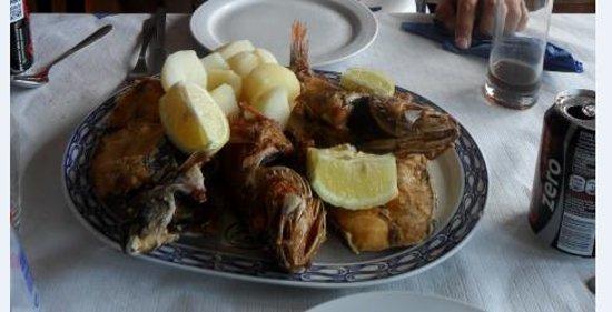 Dedo de Dios: Plato variedad de pescados del lugar