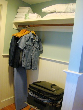 Newagen Seaside Inn: Sheepscot Bay closet area