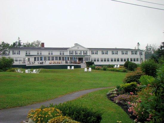 Newagen Seaside Inn: View of back of Inn