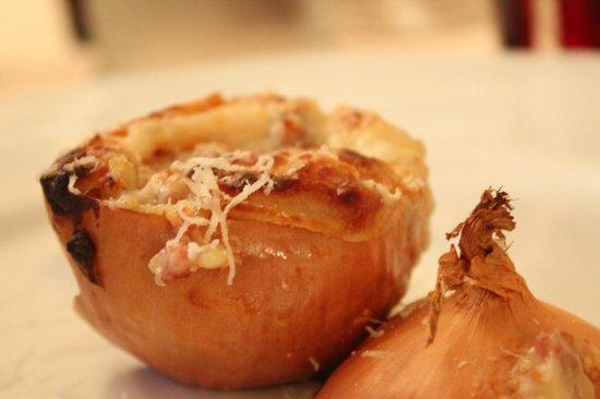 Trattoria della Posta: Baked onion...mmmm