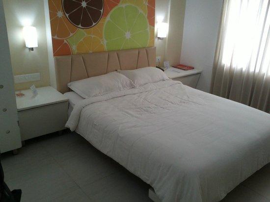 Hotel Millennium Continental: Bed
