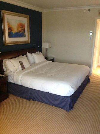 Sheraton Skyline Hotel London Heathrow: Bed