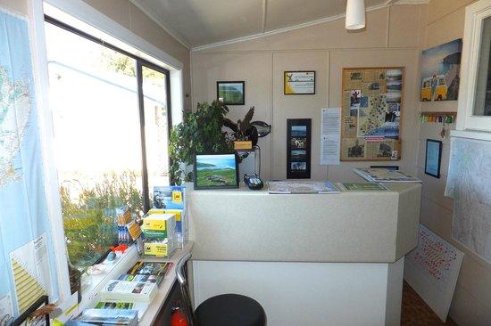 Waitaki Waters Holiday Park: Reception area