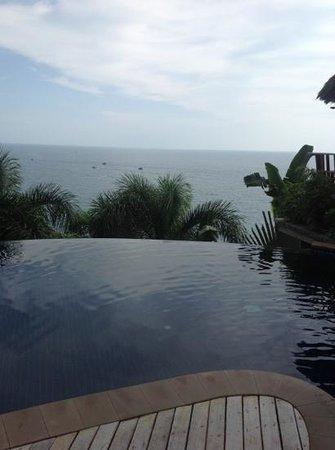 ทิพย์วิมาน รีสอร์ท: view from the pool.