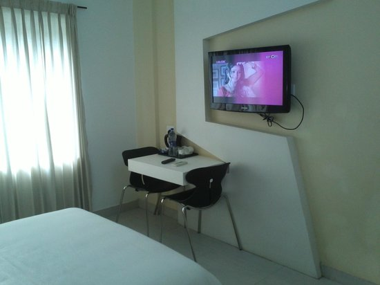 Hotel Millennium Continental: tv
