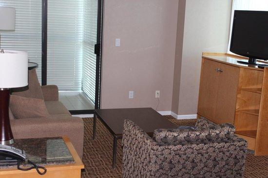 Landis Hotel & Suites: Estar com varanda ao fundo