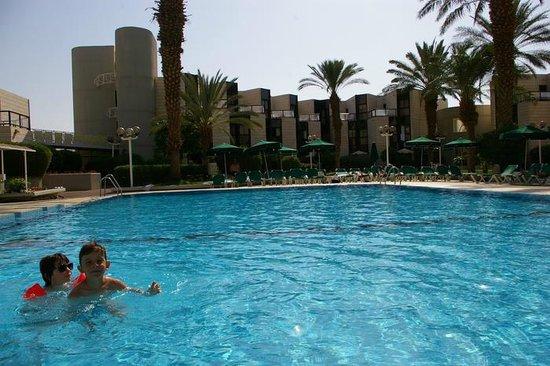 Isrotel Riviera Club Hotel: Grande piscine