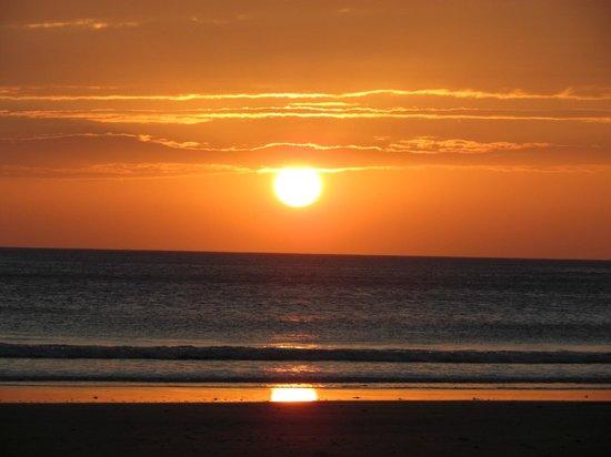 Playa Hermosa Beach Hotel: Sunset every day