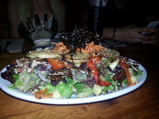 Creekbread : Fabulous starter salad shared by all...