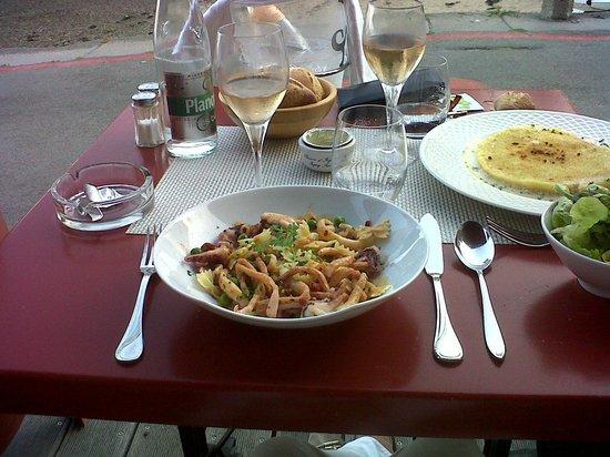 Restaurant De La Vallee : Des plats délicieux, les encornets: parfaits, le parmentier de l'araignée de la Baie, un régal!