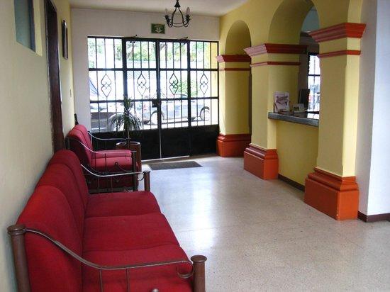Hotel Parador Crespo: Front Desk
