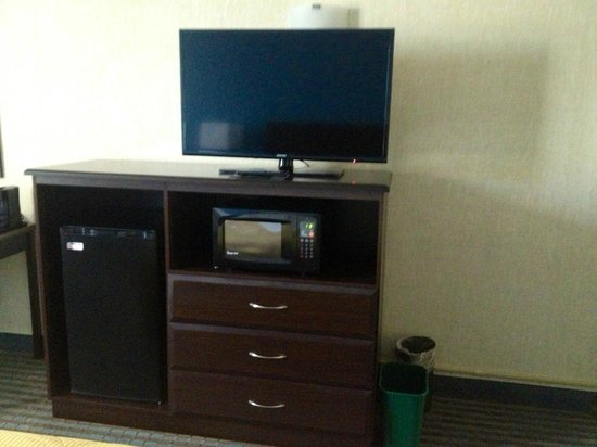 Clarion Hotel & Convention Center: New Entertainment Centers