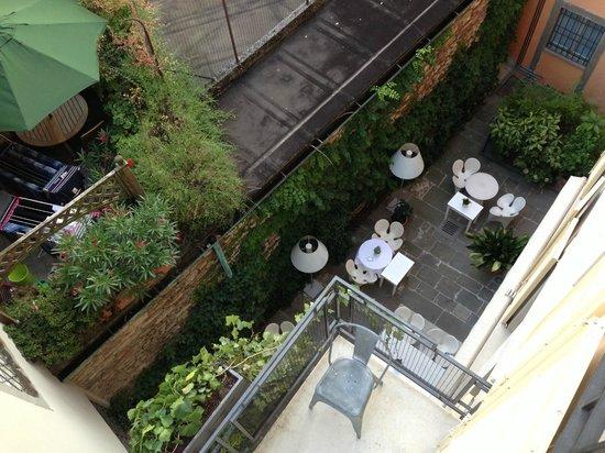 Petronilla Hotel: Foto dall'alto dei tavoli per la colazione