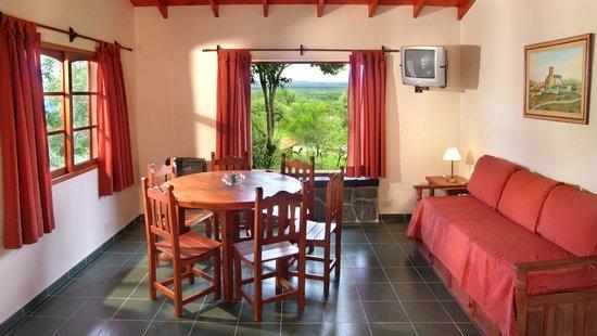 Cabañas Los Granados: Cabaña de 2 dormitorios living comedor