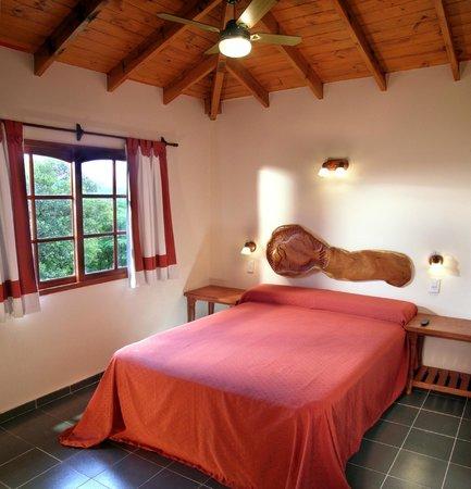 Cabañas Los Granados: Cabaña 2 dormitorios habitacion matrimonial