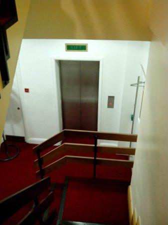 Abigails Hostel: Lift