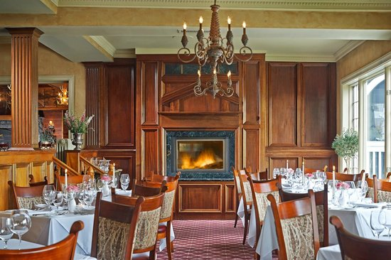 The View Restaurant at the Mirror Lake Inn: Dining fireside