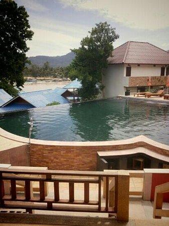 Tharathip Resort: Zwembad
