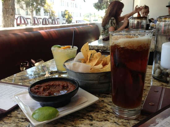 Asada Laguna: A perfect margarita, salsa & chips!