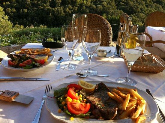 Monnaber Vell : Eating on the terrace