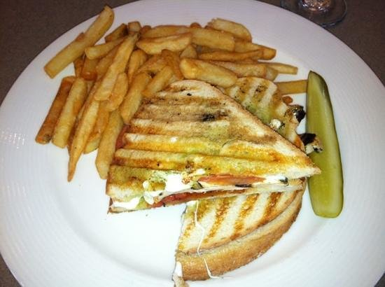 Vintage Restaurant & Bar: Chicken Panini